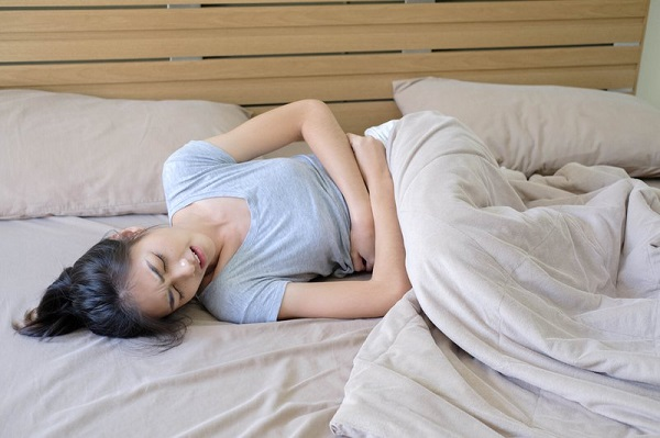 đau bụng kinh uống thuốc giảm đau được không, đau bụng kinh có nên uống thuốc giảm đau, đau bụng kinh có nên uống giảm đau