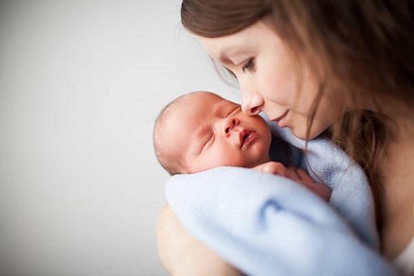 Tâm lý phụ nữ sau khi sinh con thay đổi thất thường | Nguyên nhân do đâu?
