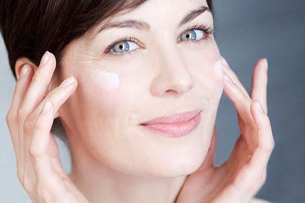 Các bước chăm sóc da tuổi trung niên chị em nên biết để làn da luôn tươi sáng