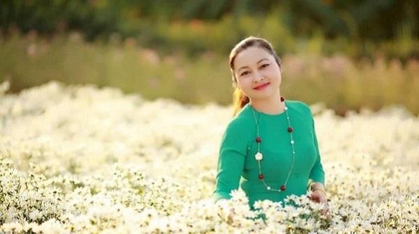 """Diễn viên Hồng Vân """"chặn đứng"""" tình trạng rối loạn nội tiết tố ở tuổi 45"""