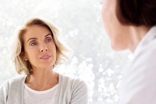"""Phụ nữ 45 tuổi cần bổ sung gì để không bị """"ngã ngửa"""" vì suy giảm nội tiết tố estrogen"""