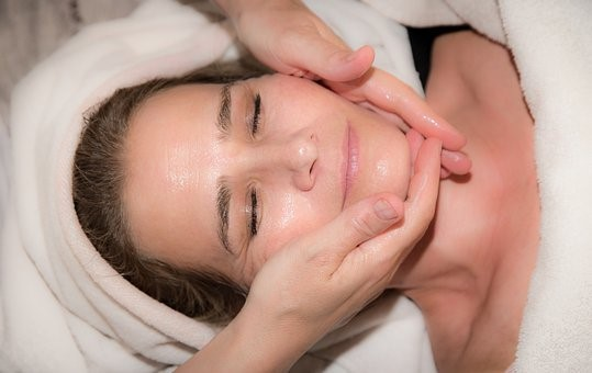 Lão hóa da phải làm sao - Massage mặt