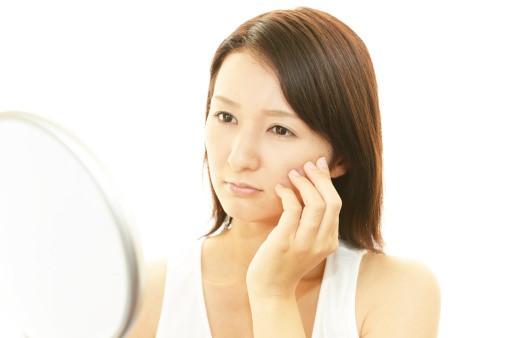 Nếp nhăn do nội tiết tố nữ kém khiến bạn trông thiếu sắc