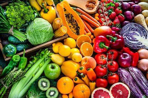 Rau củ quả, hạt ngũ cốc là nguồn estrogen tự nhiên rất lớn giúp cải thiện nội tiết tố nữ