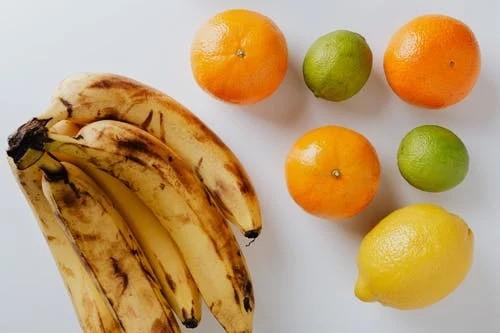 Cách trẻ hóa làn da tại nhà với chuối và cam