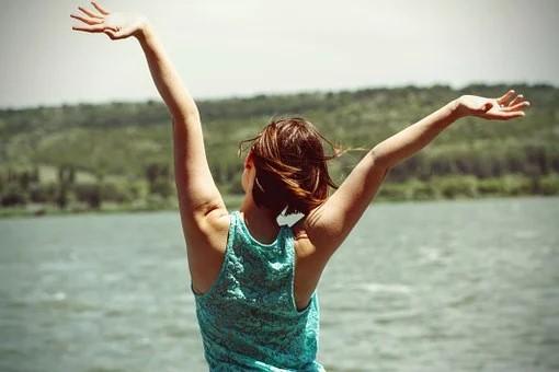 Giữ tinh thần thoải mái, vận động thường xuyên giúp ổn định nội tiết tố nữ hiệu quả