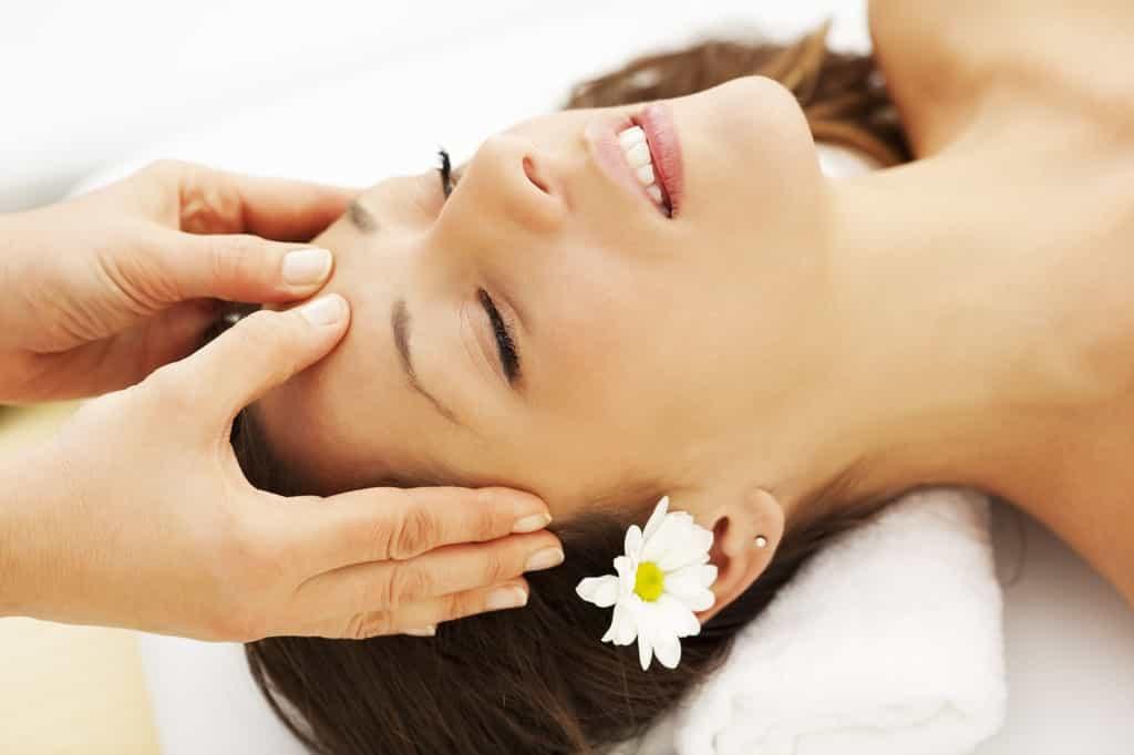 Tạm biệt tình trạng lão hóa da chảy xệ với các bước massage đơn giản tại nhà