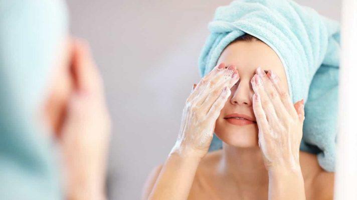 Làm sạch da giúp hạn chế các dấu hiệu của lão hóa da