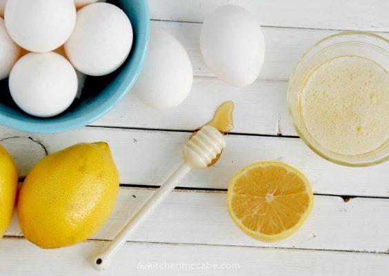 Mặt nạ trứng gà với nước cốt chanh rất thích hợp với người da dầu