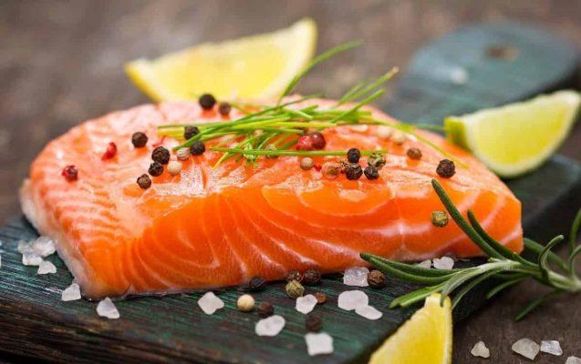 Omega-3 trong cá hồi có tác dụng thúc đẩy quá trình tổng hợp collagen