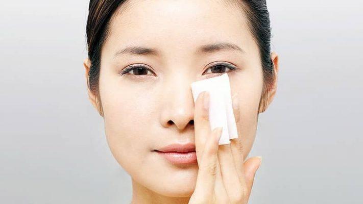 Sử dụng giấy thấm dầu giúp chống lão hóa da dầu